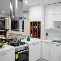 ALEXANDRIA TOWER: Cocinas de estilo  por Constructora Cosenza
