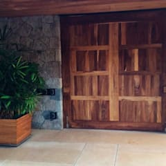 Front doors by Spazio Interior ,