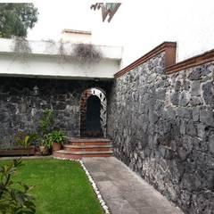 Remodelación Casa Desierto de los Leones: Jardines de piedra de estilo  por BAUS arquitectos