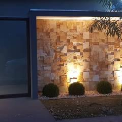 Casas unifamilares de estilo  de Alessandro Ramos Arquitetura