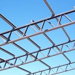 NAVE INDUSTRIAL & ESTRUCTURAS METALICA: Techos planos de estilo  por P&S Global Mining SAC,