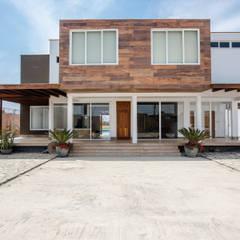 CASA_T: Casas de campo de estilo  por WeisCoello Arquitectos