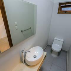 CUARTO DE HUÉSPEDES: Dormitorios de estilo  por WeisCoello Arquitectos,Moderno
