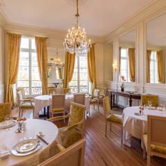Restaurant de Dubern à Quanjude: Salle à manger de style  par 3759 Architecture