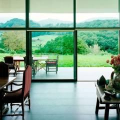 Casa de Campo Ecológica: Casas de campo de estilo  por INFINISKI