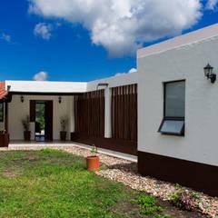 Finca Las Marías - Sasaima: Casas de estilo  por EVA Arquitectos SAS, Minimalista