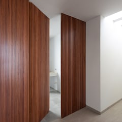 Wooden doors by archbauen, Modern