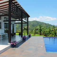 Finca Las Marías - Sasaima: Piscinas de estilo  por EVA Arquitectos SAS