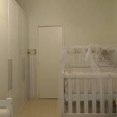Baby room by Maria Helena Torres Arquitetura e Design
