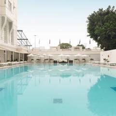 PISCINA - BELMOND COPACABANA PALACE: Hotéis  por Froma Arquitetura