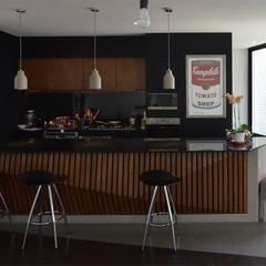 Cocinas.: Cocinas equipadas de estilo  por Brenno il mobile
