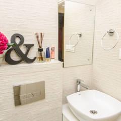Home Interior Design of Ipsha Chakraborty in Kolkata:  Bathroom by Cee Bee Design Studio