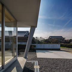 桃園の平屋/momozono hiraya オリジナルデザインの テラス の 奥和田健建築設計事務所|okuwada architects office オリジナル