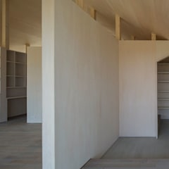 Corridor & hallway by 奥和田健建築設計事務所|okuwada architects office