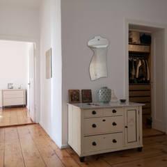 Apartment Projekt in Berlin :  Flur & Diele von MA Möbel und Architektur