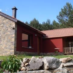 Log cabin by Arquitectura i bioconstruccio