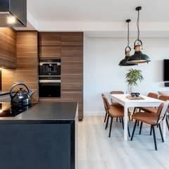 Orzech amerykański : styl , w kategorii Salon zaprojektowany przez emDesign home & decoration