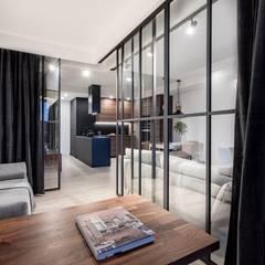 Orzech amerykański : styl , w kategorii Domowe biuro i gabinet zaprojektowany przez emDesign home & decoration