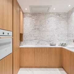 Minimalizm: styl , w kategorii Salon zaprojektowany przez emDesign home & decoration