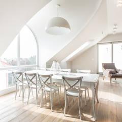 Apartament 120 Eklektyczna jadalnia od emDesign home & decoration Eklektyczny