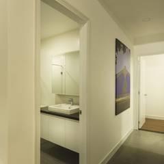 Oficinas y Comercios de estilo  por Công ty thiết kế xây dựng Song Phát