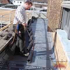 Flat roof by Dachdeckermeisterbetrieb Dirk Lange | Büro Herford, Classic