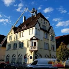 Roof by Dachdeckermeisterbetrieb Dirk Lange | Büro Herford