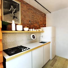 Small kitchens by Franthesco Spautz Arquitetura
