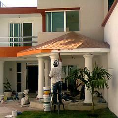 CASA VILLA DE LAS FLORES: Casas unifamiliares de estilo  por J+R | Arquitectos
