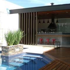 Balcón de estilo  por Lara Arquitetura, Moderno Madera Acabado en madera