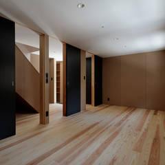 Habitaciones juveniles de estilo  por 池田雪絵大野俊治 一級建築士事務所, Ecléctico Madera Acabado en madera