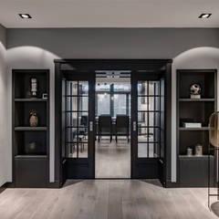 Rozenburglaan:  Woonkamer door Mariska Jagt Interior Design