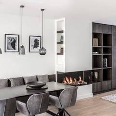 Amstelveen:  Eetkamer door Mariska Jagt Interior Design