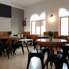 Tome2 Bar: Bares y Clubs de estilo  de UVE laboratorio de diseño