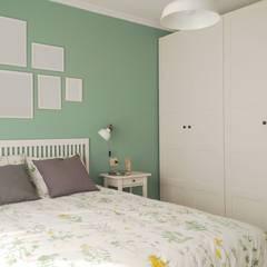 Dormitorio Agro da Torna: Dormitorios pequeños de estilo  de UVE laboratorio de diseño