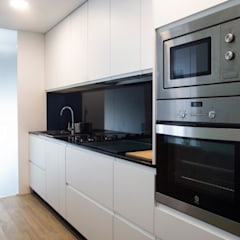 Vivienda RyB: Cocinas de estilo  de UVE laboratorio de diseño