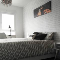 D´úplex en Mar Cantábrico: Dormitorios pequeños de estilo  de UVE laboratorio de diseño
