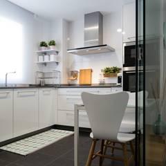 Small kitchens by UVE laboratorio de diseño