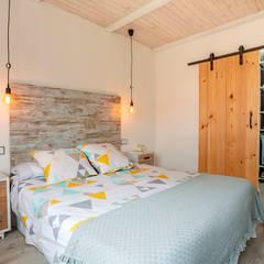 Vivienda Roi Xordo: Dormitorios pequeños de estilo  de UVE laboratorio de diseño