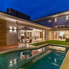 Pool by Delmondes Arquitetura e Interiores