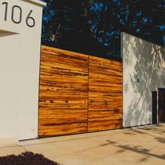 CASA PRADOS 106: Villas de estilo  por PUNTO HABITABLE ARQUITECTOS