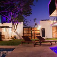 CASA PRADOS 106: Villas de estilo  por PUNTO HABITABLE ARQUITECTOS, Moderno Concreto