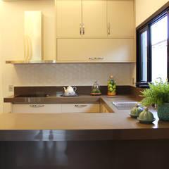Cocinas pequeñas de estilo  por Arquiteta Bianca Monteiro