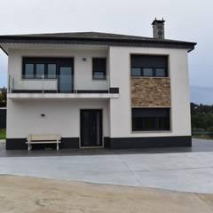Balcón de estilo  por ENKIARQUITECTURA, Moderno