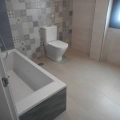 Rehabilitación de vivienda unifamiliar en Silleda: Baños de estilo  de ENKIARQUITECTURA,