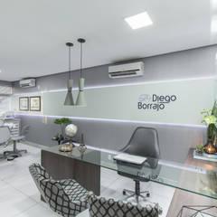 عيادات طبية تنفيذ Lívio Andrade arquitetura e ambientação
