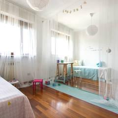 Home staging in villa disabitata: Stanza dei bambini in stile  di Home Staging & Dintorni
