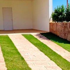 Cửa nhà để xe by Atrium Vale Pedras e Projetos