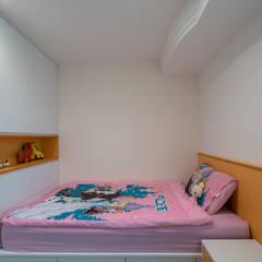 Girls Bedroom by 富亞室內裝修設計工程有限公司