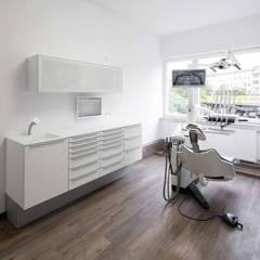 عيادات طبية تنفيذ _WERKSTATT FÜR UNBESCHAFFBARES - Innenarchitektur aus Berlin